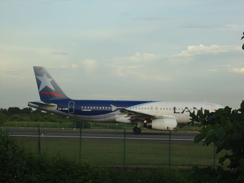 Photo of LAN Colombia Airbus A320