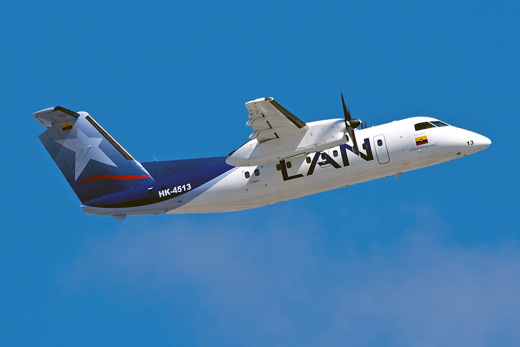 Photo of LAN Colombia DASH 8-200
